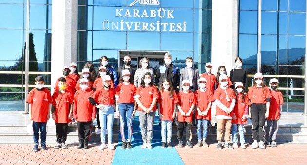 Çelik Kentin Yürekli Çocukları Üniversitede