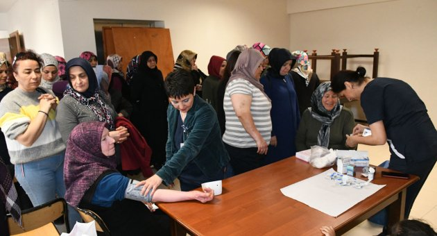Karabük Belediyesi ve Medikar Hastanesinden Kursiyerlere Diyabet ve Hipertansiyon Eğitimi